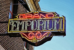 Grand Emporium (FotoEdge) Tags: winter music sign crust lost effects dangerous 60s mainstreet midwest closed neon bright time contemporary bricks rusty jazz blues cruising grand clear midtown kansascity crisp missouri gaudy 80s 70s balconies weathered blueskies fading tacky westport 20thcentury emporium dmz kcmo slipping troost grandemporium jan2007 troostave bestrock
