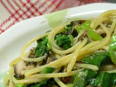 小松菜とシイタケのペペロンチーノ
