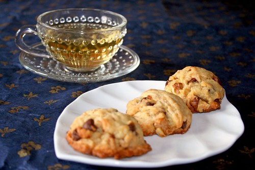 """One-Pot"" Walnut Chocolate Chip Cookies with a cup of green tea"