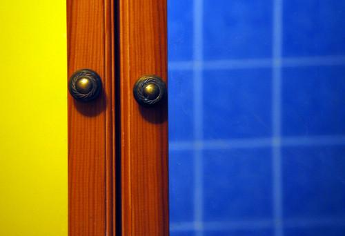 012107 mirror in the bathroom