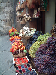 Fruit stand in Siena (Tom Holub) Tags: italy fruit italia fresh tuscany siena fruitstand toscana viadicitta