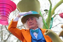 The Mad Hatter (FrogMiller) Tags: california ca family vacation fun pod alice anniversary disneyland performance parades disney calif parade entertainment gloves cal glove entertainer orangecounty anaheim performer dlr madhatter aliceinwonderland madteaparty disneylandresort paradeofdreams disneycharacters disneycharacter themadhatter robertmiller micechat frogberto