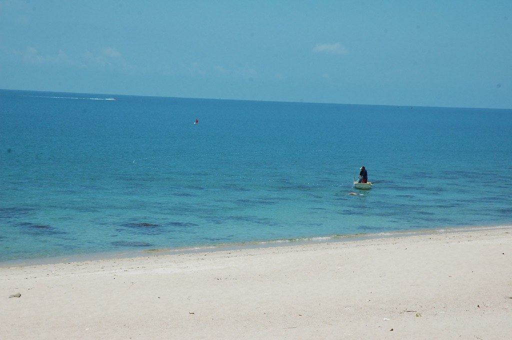 South Lamai, distant jetskis, tempting waters