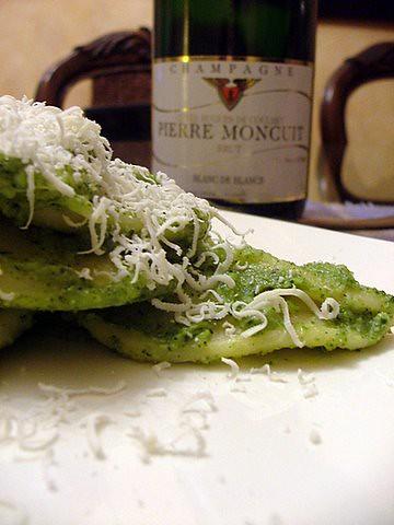 Cencioni al pesto di broccoli pinoli e ricotta dura