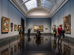 The National Gallery (Mad Blike) Tags: panasonic panasonicgx8 panasoniclumix lumixgvario1235f28 angleterre england londres london trafalgarsquare nationalgallery art artiste artist musée museum toiles canvases sallesdexposition showrooms visiteurs visitors peintres painters