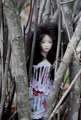 trees and vashti (pinkhare) Tags: doll handmade polymerclay bjd dollfie msd balljointdoll narin narae d80
