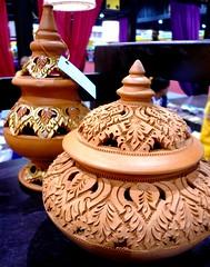 Thai art. (Puykamo@Tнai) Tags: trip travel beautiful thailand lights tour handmade thai pottery neat nonthaburi นนทบุรี ท่องเที่ยว kohkret ลายไทย puykamo thaiproduct เกาะเกร็ด thaipottery thaitexture ลายวิจิตร แสงและเงา เครื่องปั้นดินเผา
