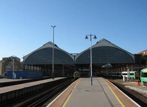 Brighton Station Qu Qi