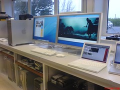 Two 30inch hooked up to a MacPro (Pounet) Tags: cinema apple display 30inch macbook macbookpro macpro