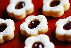 flower cookie (naoko123) Tags: food nikon cookie explore sweets raspberryjam  d80 flowercookie