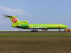 RA-85687 S7 Airlines T154 (╚ DD╔) Tags: male truck russia aircraft aviation siberia airline airlines maldives didi runway tow s7 mle tu154 didi8 tupelov vrmm atcdd