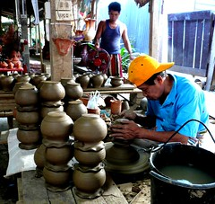 Candid shot. (Puykamo@Tai) Tags: trip travel beautiful thailand lights tour handmade thai pottery neat nonthaburi   kohkret  puykamo thaiproduct  thaipottery thaitexture