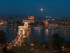 Hungary, Budapest 2006 (witek's photo) Tags: city bridge sky moon travels europa europe hungary nightimages searchthebest budapest 2006 most ksiyc miasto niebo wgry budapeszt podre photofans nocnezdjcia everythingwhatilike