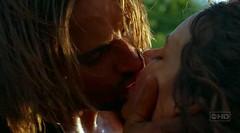 Sawyer besa a Kate en el segundo episodio de perdidos