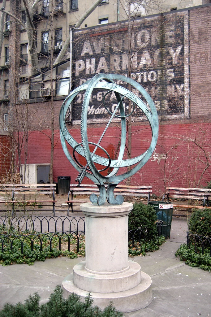 NYC - West Village: Downing Playground - Sir Winston Churchill Square