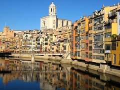 Girona: Houses along Onyar River (I) (ToniVC) Tags: city bridge houses urban water canon reflections river spain europe searchthebest cathedral facades catalonia girona powershot gerona onyar blueribbonwinner abigfave a640 impressedbeauty travelerphotos tonivc