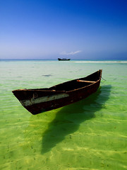 Small boat in the sea, Dahlak islands, Eritrea (Eric Lafforgue) Tags: africa sea sky mer green boat redsea hasselblad ciel bateau archipelago eritrea hornofafrica eastafrica aoi dahlak merrouge eritreo h3d erytrea lafforgue erythre erythree dalhak eritreia  dalak ericlafforgue abigfave lafforguemaccom ertra    eritre eritreja eritria h3d39 cornedelafrique wwwericlafforguecom dahlakarchipelago  rythre africaorientaleitaliana     eritre eritrja  eritreya  erythraa erytreja