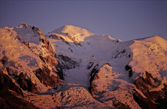 Mont Blanc sunset (Ron Layters) Tags: sunset red orange france mountains nature geotagged interestingness slide explore transparency chamonix montblanc frenchalps hautesavoie mountainsalps geo:lon=686803 summitmontblanc elevation45005000m altitude4807m montmaudit ronlayters domedugouter slidefilmthenscanned massifdumontblanc lajonction geo:lat=458274 highestpositioninexplore404onmondayjune252007
