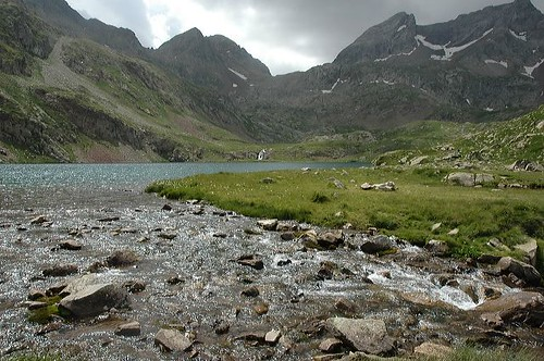 Approaching Lac D'Arataille