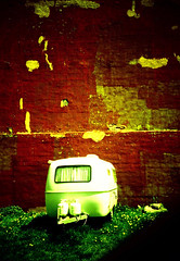 LomoRoulotte (-Antoine-) Tags: red canada topf25 wall geotagged rouge lomo lca xpro crossprocessed montral quebec plateau montreal crossprocess qubec caravan roulotte montroyal mur caravane geolat45541321 geolon73585197 petitepatrie antoinerouleau