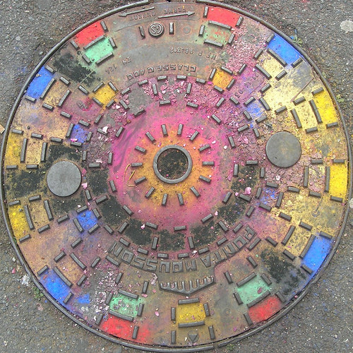 Coloured manhole cover