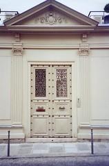 Porte stylée ! (**Clio**) Tags: porte portail paris door