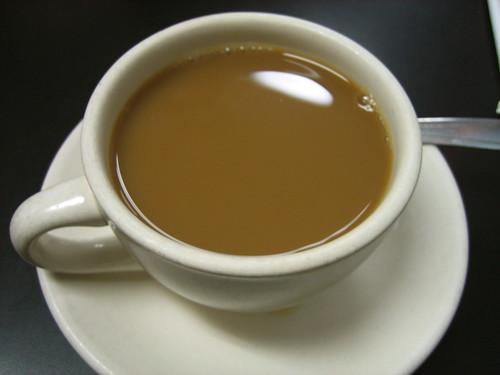 【悲報】 コーヒーやお茶をがぶ飲みしても健康効果がなかったことが判明