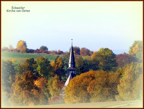 kweiler -  Kirche im Herbst