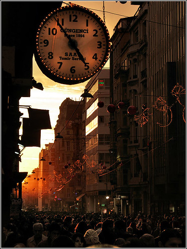 Evening Light in Beyoglu / Alper Tecer