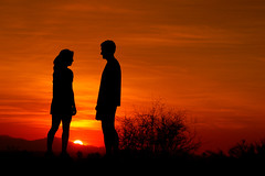 Romancing the sunset (gwilmore) Tags: sunset backlight wow d50 couple albaluminis sihlouette interestingness62 i500 explore29jan06