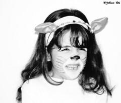 Clave Alta (.Melian.) Tags: portrait blackandwhite blancoynegro children eyes funny faces noiretblanc retrato cara niña ojos disfraz crianças pretoebranco sonycybershot contenta mbd clavealta melian 50club sonycybershotdscf707 blackribbonicon montsebuendía