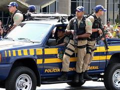Brazilian Federal Highway Police: Ready for Action (Mondmann) Tags: brazil latinamerica americalatina southamerica brasil lumix police parade panasonic independenceday lawenforcement brasilia americadosul dmcfz20 highwaypatrol panasoniclumixdmcfz20 diadeindependencia policiarodoviariafederal federaltrafficpolice federalhighwaypolice