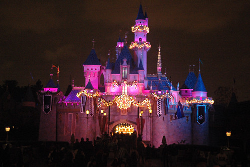 disneyland castle pictures. The famous Disneyland castle