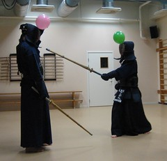 Kendo instructions (Solinde) Tags: balloonkendo