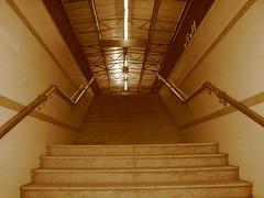Arrivo (Stranju) Tags: scale stazione dicembre livorno treno luce seppia sottopassaggio canonpowershots3is stranju withcanonican
