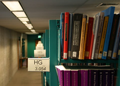 hg (emdot) Tags: library librariesandlibrarians ll100