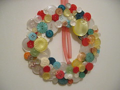button wreath (emira) Tags: crafty buttonwreath