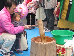 Kids enjoy pounding rice!