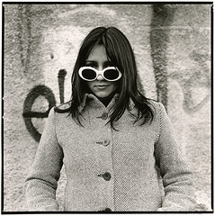 ~~~~~~ Laura (Thomas Solecki) Tags: portrait people bw woman white black sunglasses