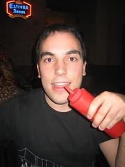Carles i el ketchup (David_Beltra_Tejero) Tags: ketchup 2007 febrer carles azriel100 pocapoc