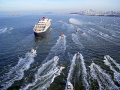 RMS Queen Mary 2 Arrives in San Francisco (Telstar Logistics) Tags: sanfrancisco ship goldengatebridge queenmary2 cunard sfchronicle96hrs