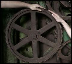 Maledetti orologi giganti (Ragazzon Alessandro) Tags: abandoned clock wheel lost hands hand surreal gear mani mano desolate gears orologio gearwheel abbandonato surreale ingranaggi linificio canapificio alarecherchedutempperdu