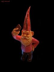Taking an Elfie (Billy McDonald) Tags: hdr glasgow samsungs7edge takinganelfie riverisland buchanangalleries shop gnome selfie