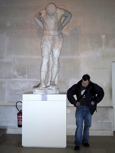 Bill imitate statue
