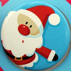 santa claus (Leo Reynolds) Tags: xmas canon eos pin iso400 f10 badge button squaredcircle 60mm 30d 10up3 0ev 0125sec hpexif sqrandom 24000th xratio11x groupbuttons grouppins groupbadges sqset015 xleol30x