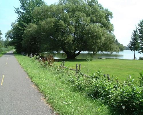 L'Éstriade près de lac Waterloo