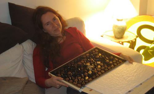 23:13 - ertappad med fingrarna i chokladasken
