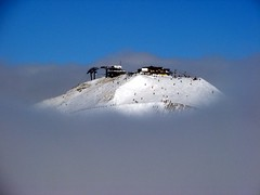 Island in the clouds (de jakke) Tags: winter sky mountain snow ski france clouds montagne wow skiing 2006 wisdom nuages incredible 1000 1000views valdisre laneige naturesfinest 1500views twtme 25faves above3000m abigfave p1f1 30faves30comments300views aplusphoto
