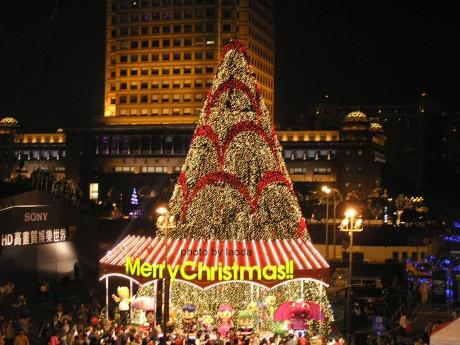 新光信義店的聖誕樹和公仔
