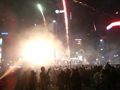 smokey (hannerl) Tags: mobile cityhall korea seoul newyearseve countdown jongno crowds gwanghamun newyears2007